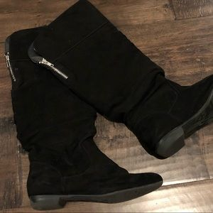Black suede Report boots